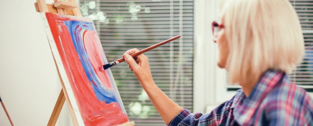 crafting can be therapeutic for older adults